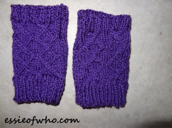 knitted-fingerless-gloves-2